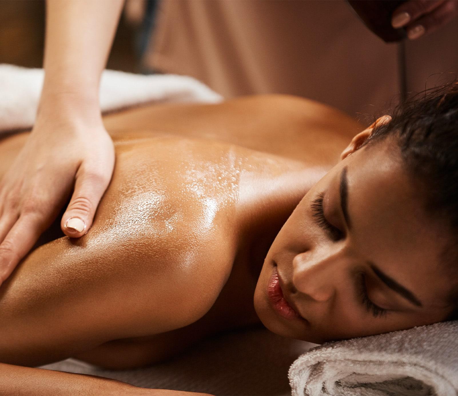 Massage corps : soins du corps   découvrez le prix de cette technique à Paris   BCBG