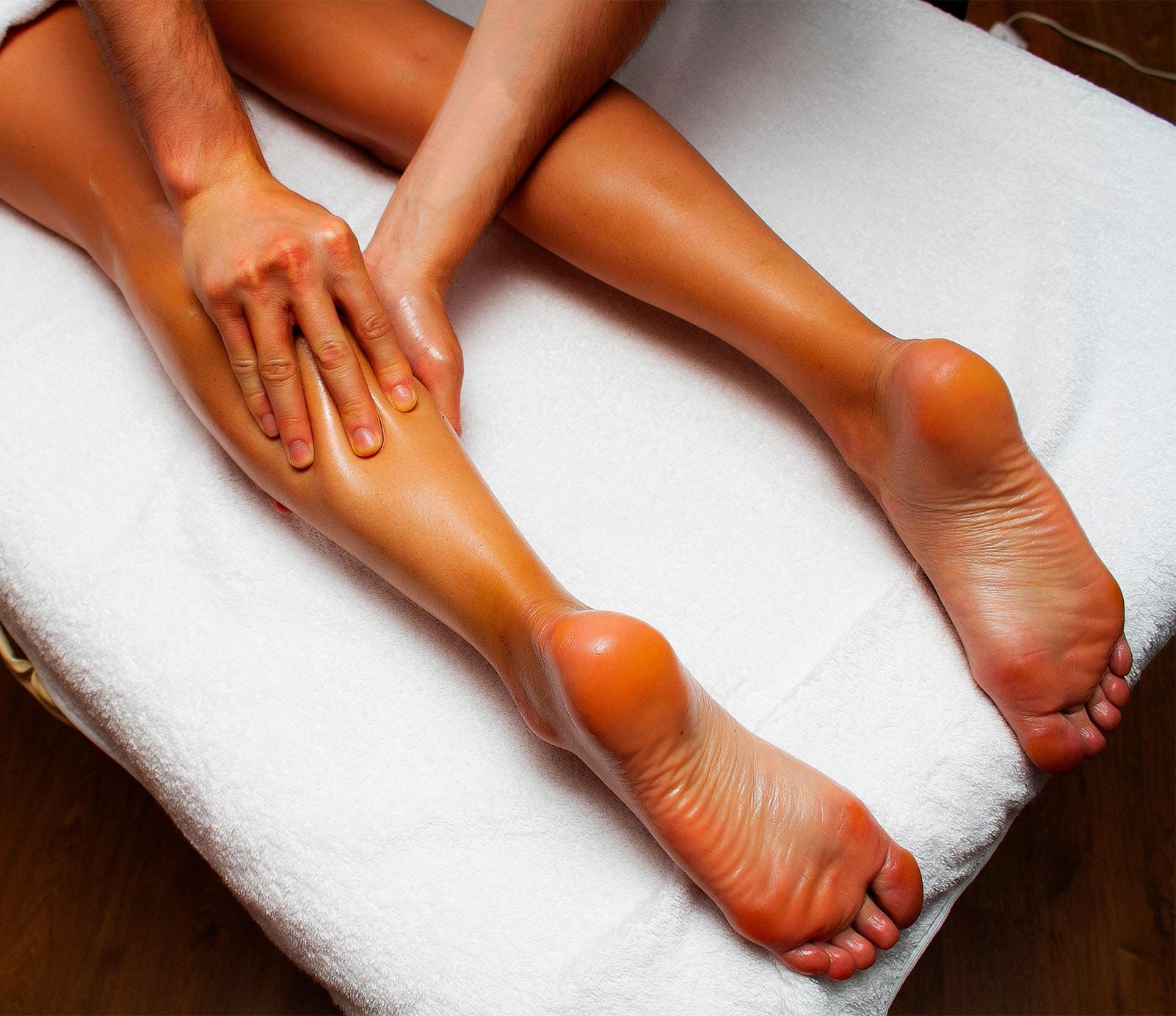 Massage jambes : soins spécifiques   découvrez le prix de cette technique à Paris   BCBG