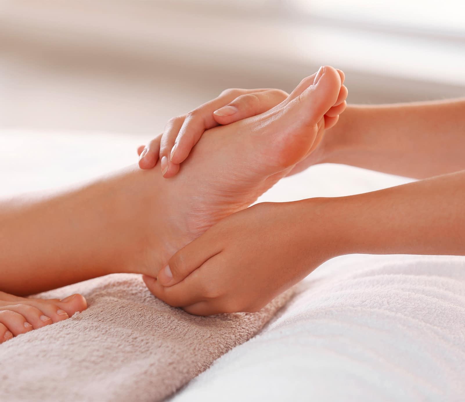 Massage pieds : soins spécifiques   découvrez le prix de cette technique à Paris   BCBG