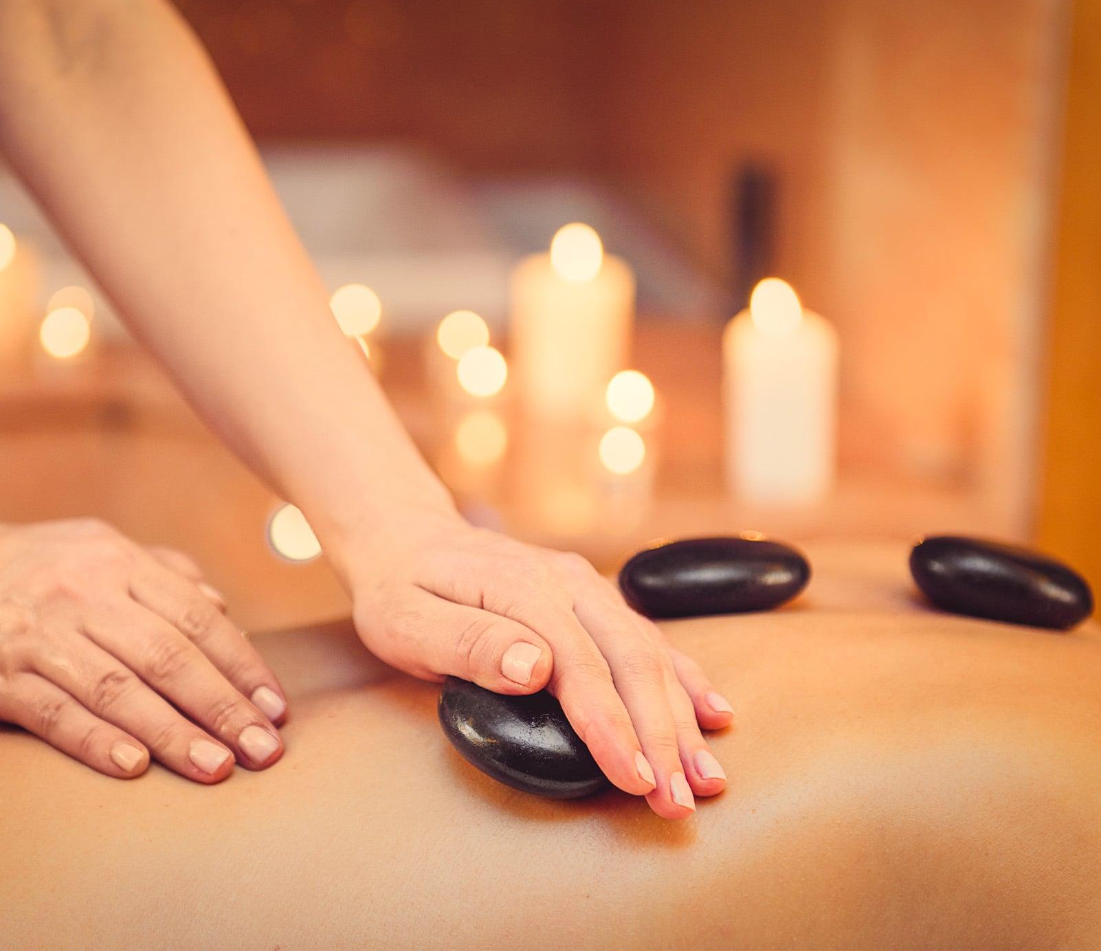 Massage pierre chaudes : soin du corps   découvrez le prix de cette technique à Paris   BCBG
