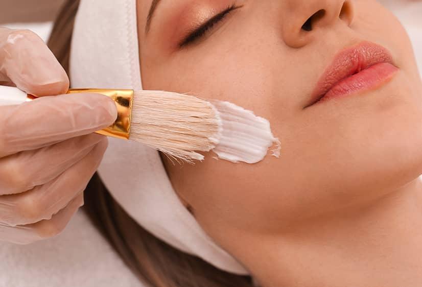 Le peeling et acné sont-ils compatibles ? | BCBG | Paris